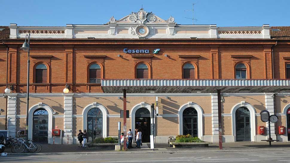 Stazione ferroviaria di cesena in treno sito di informazione turistica valle del savio - Orari bus cesena bagno di romagna ...